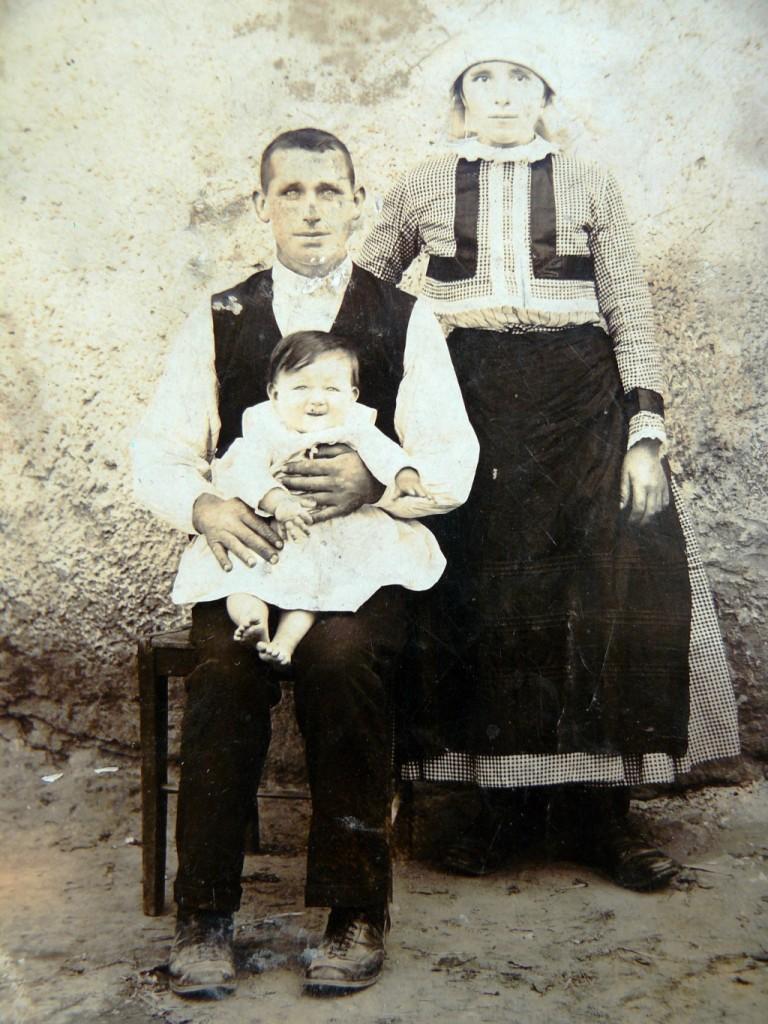 Rodinná fotografia z roku 1928.