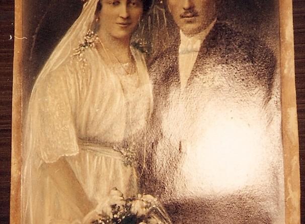 Svadobná fotografia z roku 1920.